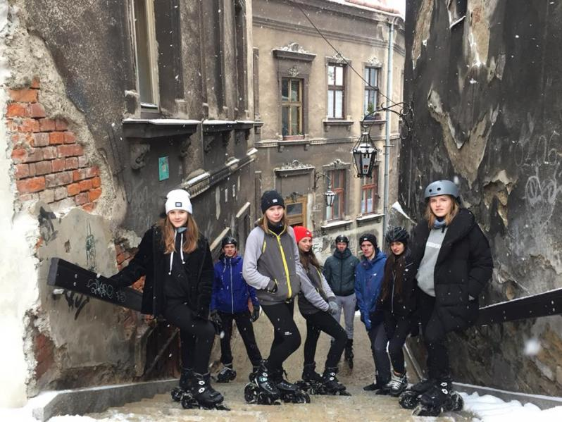 Video featuring Powerslide Poland team riders during winter adventure on off-road skates.